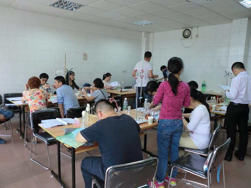 4月广州食品检验工培训学习合影
